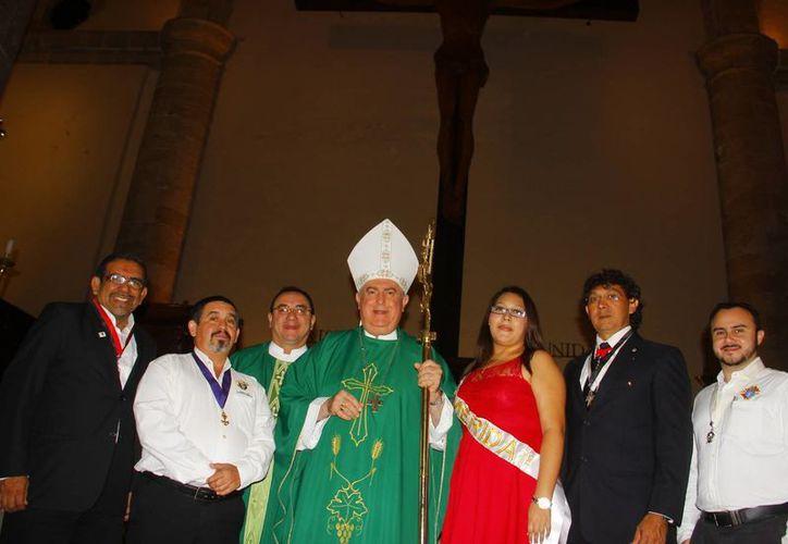 El Arzobispo exhortó a los Caballeros ser fuerza para la renovación espiritual de la sociedad. (Juan Albornoz/SIPSE)