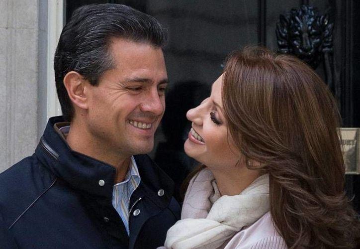 La Presidencia tomó la determinación de filmar algunas de las giras de Enrique Peña Nieto y su esposa Angélica Rivera. El precio que el Gobierno paga por este 'servicio' es de 15 millones de pesos. (nortedigital.com.mx)