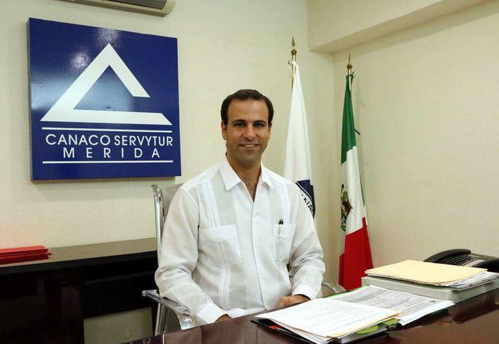 Juan José Abraham Dáguer, líder de la Canaco Mérida, aseguró que proponen la obligatoriedad de los Ayuntamientos a rendir informes semestrales o anuales respecto al estado de los programas municipales de mejora regulatoria. (Milenio Novedades)