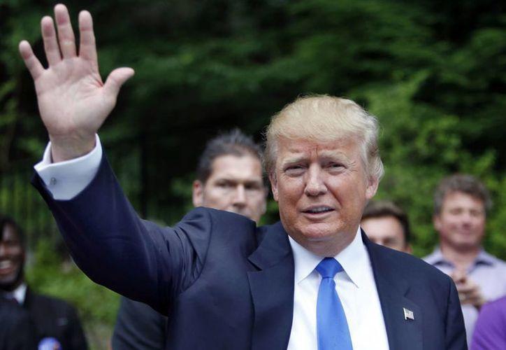 Nascar rompe relaciones con Donald Trump, quien hace poco se postuló como candidato presidencial, pero ha recibido una andanada de críticas y rechazos por su abierto racismo hacia los latinos. En la foto, el empresario en Bedford, New Hampshire, durante un evento político. (AP)