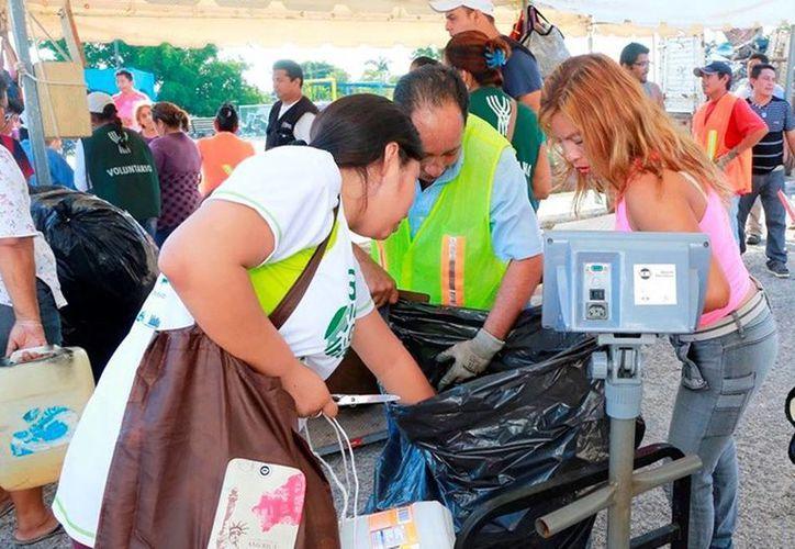 El programa de reciclaje es para prevenir el dengue en las colonias de Mérida. (Milenio Novedades)