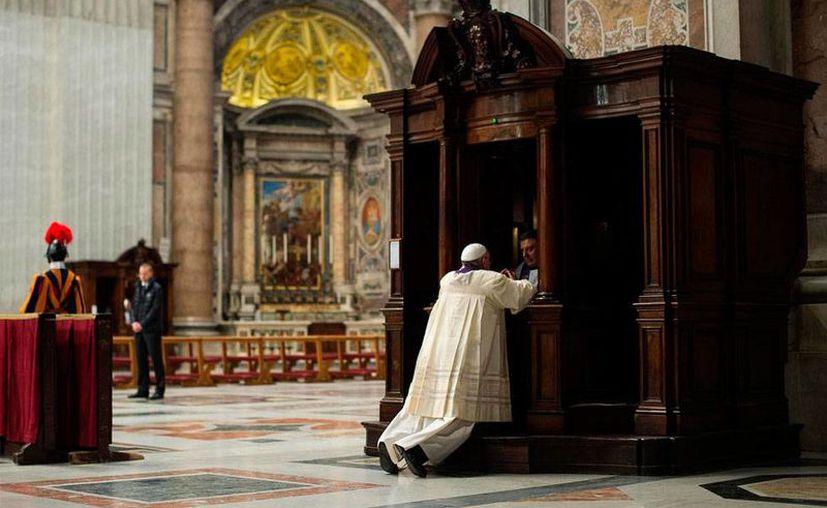 Hoy es el primer domingo de Adviento, periodo en el que una de las recomendaciones de la Iglesia es acercarse a la confesión. Imagen de contexto. (Info7.mx)