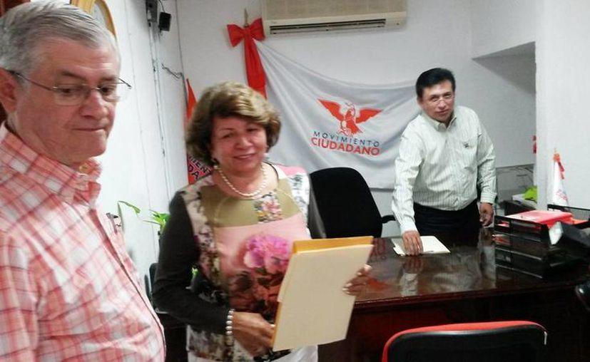 Imagen de la exalcaldesa Ana Rosa Payán Cervera en las oficinas del partido Movimiento Ciudadano al registrarse como precandidata. (Ana Hernández/SIPSE)