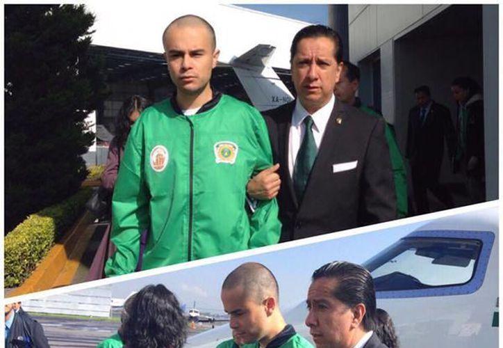 """Imagen del rector de la UAEM y el joven después de ser liberado del penal de """"El Rincón"""". (Tomada de Twitter/@JorgeOlveraG)"""