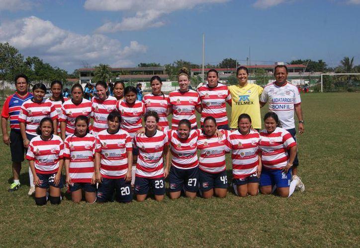 Equipo femenil de fútbol Bonfil FC. (Ángel Mazariego/SIPSE)
