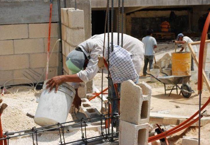 Se vuelve difícil que las personas construyan de manera informal. (Archivo/SIPSE)