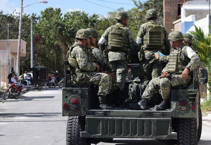 Las firmas de los ciudadanos ya se entregaron a las representaciones del Ejército Mexicano y de la Marina. (Foto: Gustavo Villegas)