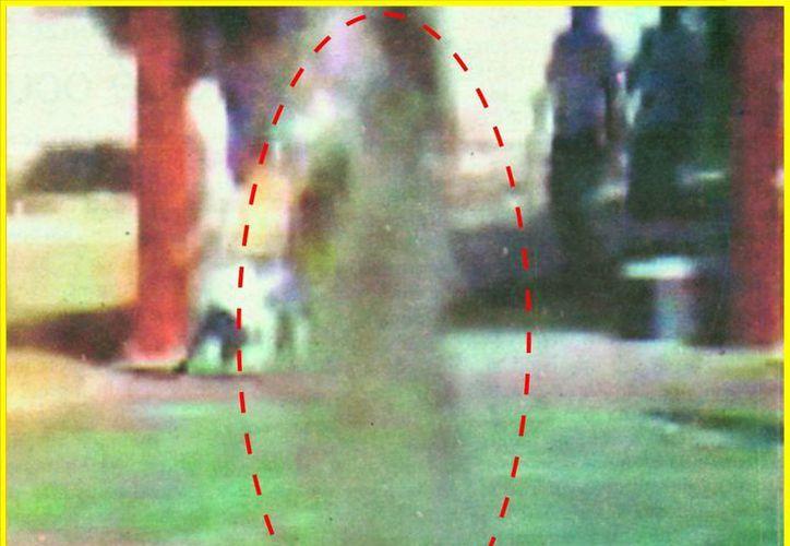 Fotograma del video donde se aprecia al ser fantasmal. (Jorge Moreno/SIPSE)