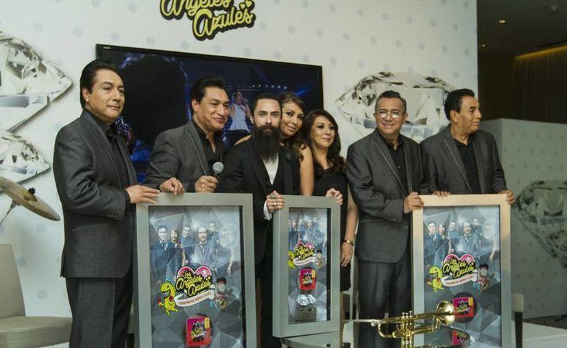 Los Ángeles Azules afirmaron que en su nueva producción colaborarán con Miguel Bosé y Pepe Aguilar, entre otros. (Notimex)