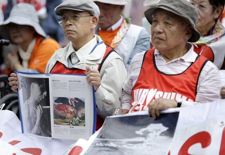 Muchos de los cientos de manifestantes en Nueva York a favor del desarme nuclear mundial son oriundos de Japón, donde cayeron dos bombas atómicas en la Segunda Guerra Mundial. (Foto: AP)