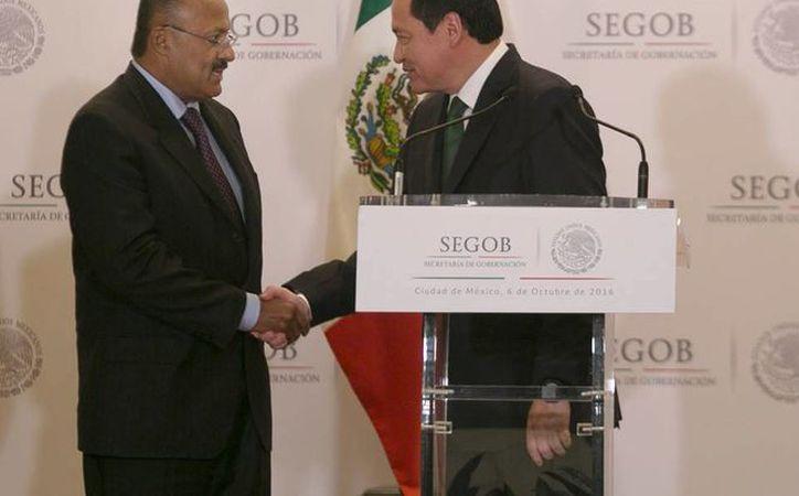 El titular de la Segob destacó la trayectoria de René Juárez Cisneros en el servicio público. (Facebook/Miguel Ángel Osorio Chong)