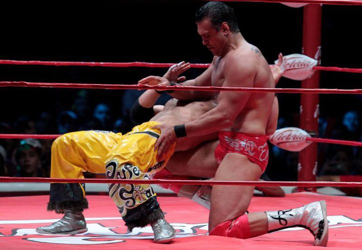 Patrón Alberto y Brian Cage se jugarán las cabelleras en Triplemanía XXIII, en México. En la imagen se observa a Alberto durante el campeonato mundial de Lucha Libre. (Notimex)