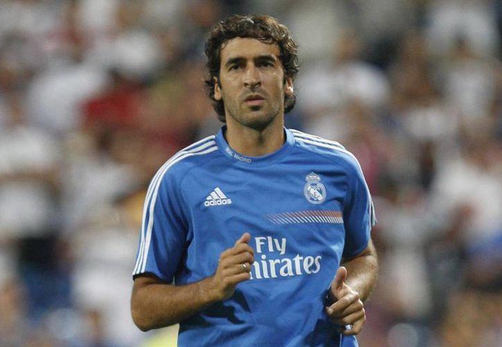 Raúl González, quien hasta hace unos años jugaba para Real Madrid, lo hará ahora con el Cosmos de Nueva York, donde militaron Pelé y Franz Beckenbauer. (EFE)