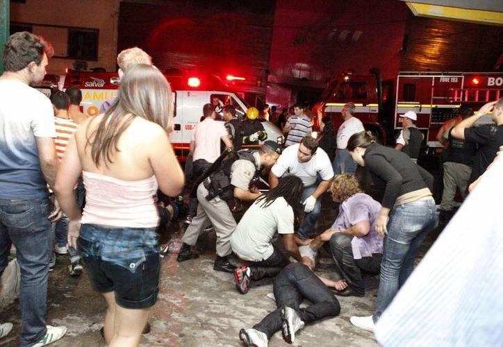 Fuera de los 242 muertos, 630 personas resultaron heridas y alrededor de 90 de ellas todavía enfrentan graves problemas de salud debido a la inhalación del humo tóxico. (Agencias)