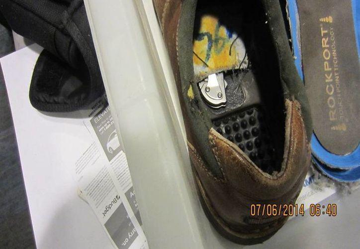 Las autoridades liberaron al sujeto que llevaba el cuchillo en su zapato. (AP)