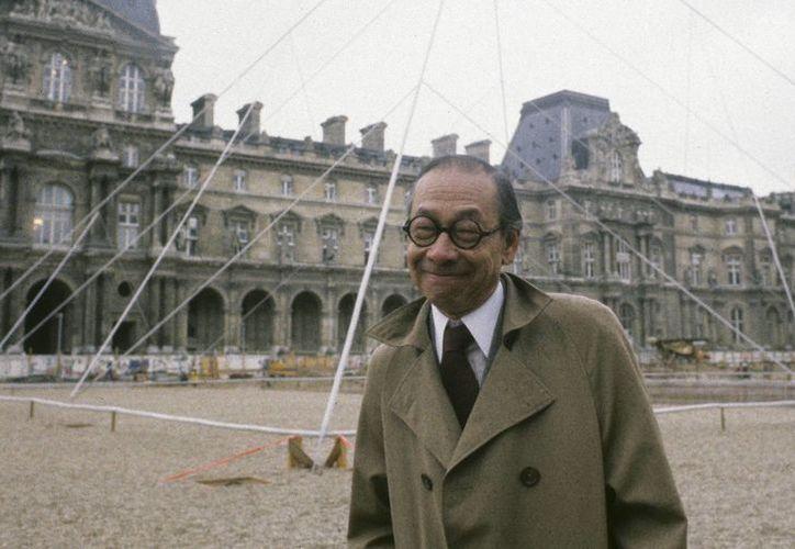 Ieoh Ming Pei, autor de la pirámide del Museo del Louvre en París, falleció hoy a los 102 años de edad. (CORDON PRESS)
