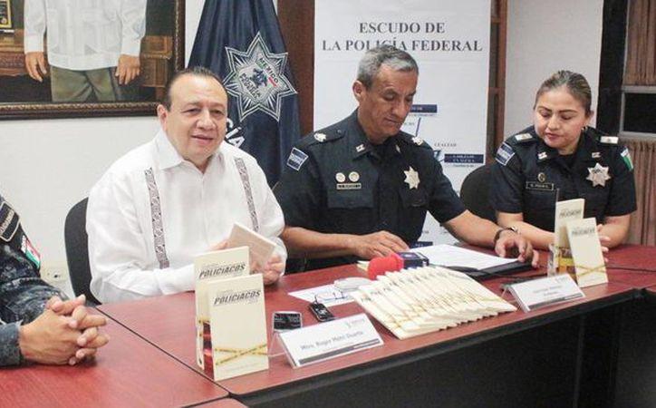 Los agentes y Roger Metri Duarte, titular de Sedeculta, dieron a conocer los detalles del programa que busca fomentar los valores humanistas.(Milenio Novedades)