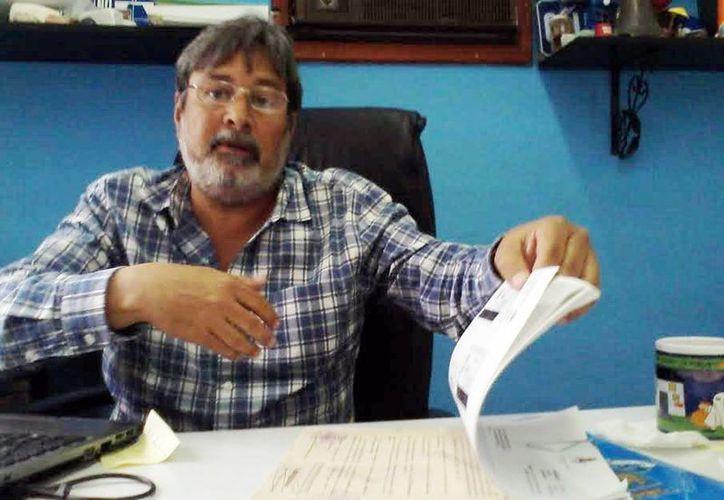 El subdirector de Servicios Públicos Municipales, Luis Jorge Montalvo Duarte, informó de las formas para adquirir las bóvedas en el cementerio de Xoclán. (Milenio Novedades)