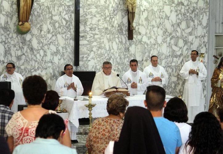 Imagen de la misa de acción de gracias, donde Mons. Álvaro García recordó las obras que ha emprendido durante su ministerio. (César González/SIPSE)