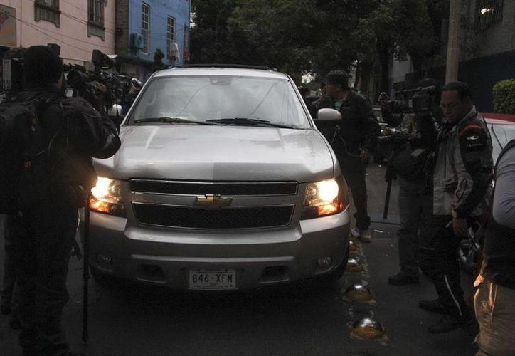 El exgobernador de Tabasco, llegando anoche a las instalaciones de la Procuraduría General de la República, a las 23:30 horas ingreso al Reclusorio Oriente. (Notimex)