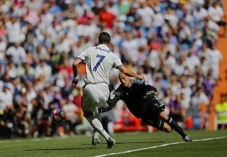 Cristiano Ronaldo jugó su primer partido con el Real Madrid, en la actual temporada de la Liga Española. (Francisco Seco/AP)