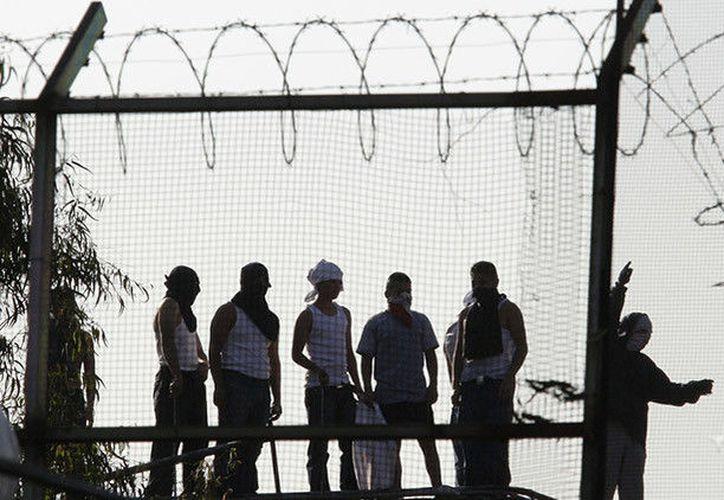 De acuerdo con un estudio hecho por la Cámara de Diputados, más de la mitad de las cárceles de México son controladas por mafias.  (RT)