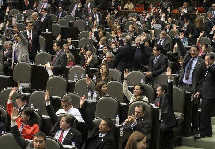 Legisladores, durante la Sesión Permanente en la Cámara de Diputados. (Archivo Notimex)
