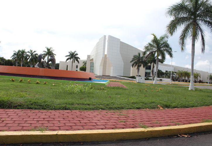 El Centro de Convenciones de Chetumal es una de las opciones contempladas para alojar a la Sectur. (Daniel Tejada/SIPSE)