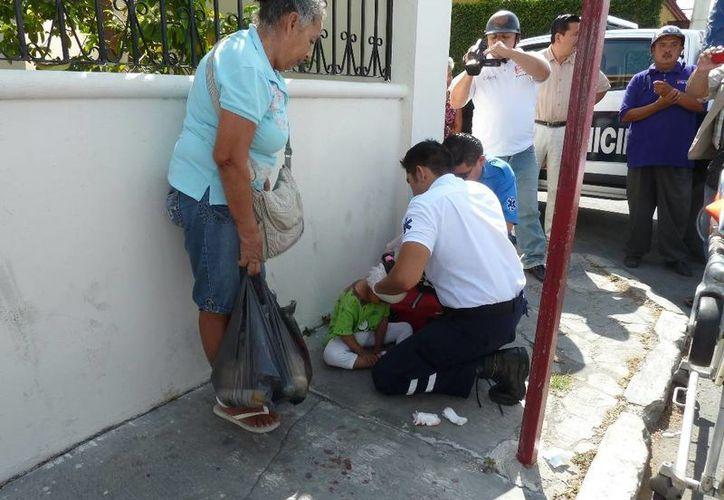 La pequeña fue atendida por paramédicos y trasladad a un hospital. (Redacción/SIPSE)