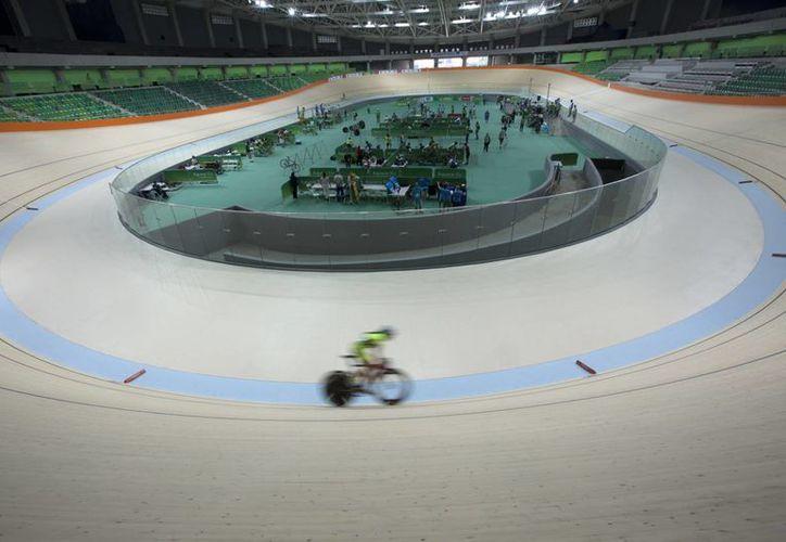 Luego de varios retrasos, el nuevo velódromo de Río de Janeiro, Brasil, será entregado en breve, para albergar las competencias ciclísticas de los Juegos Olímpicos 2016. (AP)