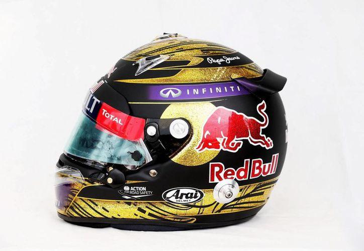 Casco firmado por el tetracampeón mundial Sebastian Vettel, que rompió en Londres un récord mundial en subastas. (EFE)