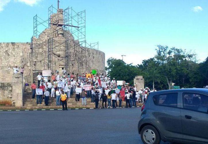 Pocas personas se reunieron en Mérida para protestar contra el alza al precio de la gasolina. (Foto: Katia Leyva)