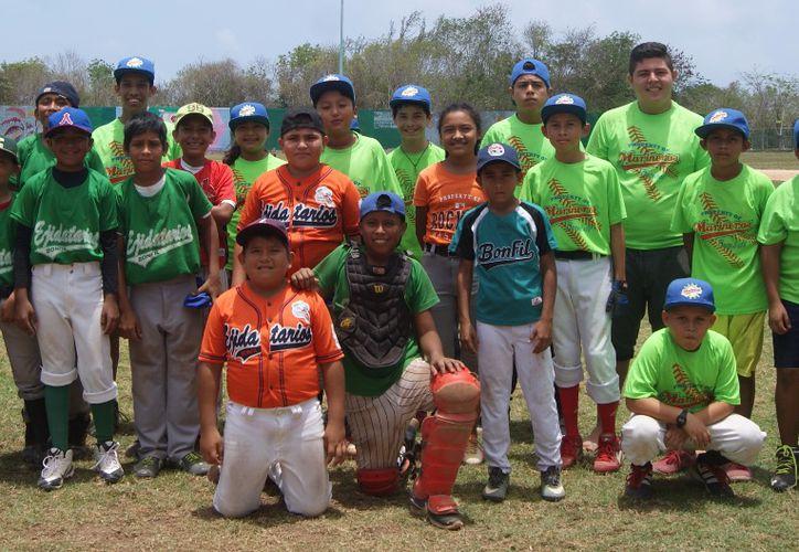 La presidente municipal, ofreció todo su respaldo a los equipos. (Foto: Ángel Villegas/SIPSE)