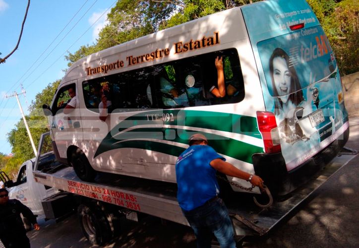 Los hechos ocurrieron sobre la avenida Los Tules, con una van de la ruta 81. (Redacción/SIPSE)