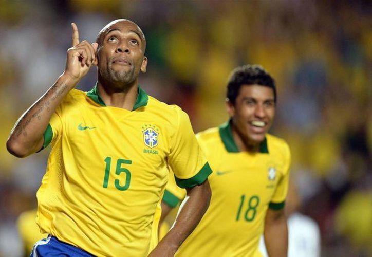 Al parecer Maicon estaba ebrio cuando le hizo una broma a David Luiz que le costó ser expulsado de la 'Verde Amarella'. (eurosport.com)