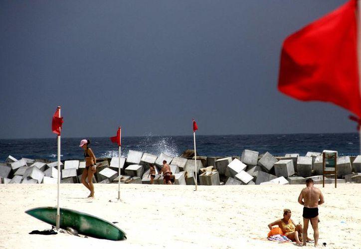 En las zonas costeras se espera oleaje fuerte. (Redacción/SIPSE)