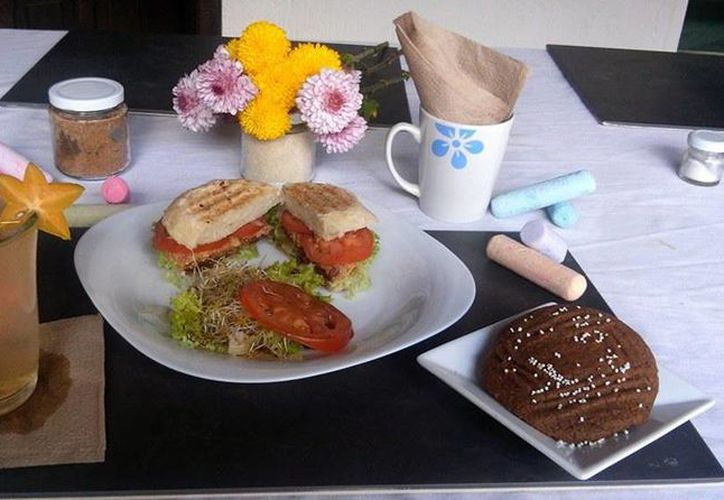 Imagen de uno de los desayunos veganos a base de productos naturales.(Facebook Monique's Bakery)