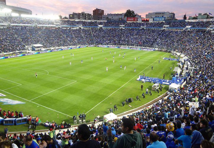 El Cruz Azul recibirá este sábado al Morelia en el que será el último partido que albergue el estadio Azul. (Foto: Internet)