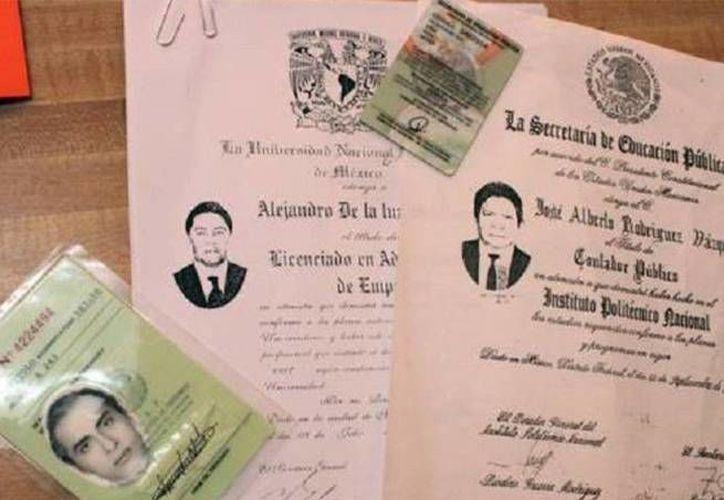 En Saltillo venden títulos profesionales, cédulas, certificados de bachillerato y hasta certificados de secundaria a través de Facebook. (Imagen tomada de Excélsior)