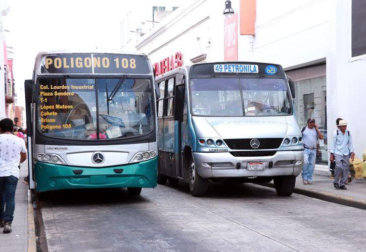 Muchas unidades de transporte están en mal estado. (Foto: Jorge Acosta/ Milenio Novedades)