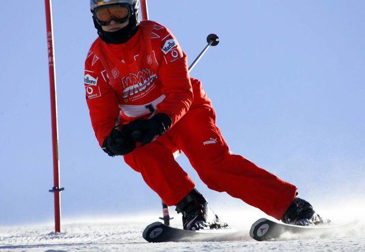 """La Gendarmería de la montaña francesa dijo que Schumacher llevaba un casco cuando sufrió una fuerte caída y que sufrió una lesión """"relativamente grave"""" en la cabeza. (Agencias)"""