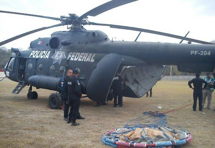 Un helicóptero y 15 vehículos apoyarán las labores de extinción del fuego. (Notimex)