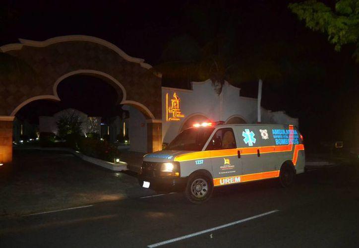 La mujer fue atendida por paramédicos de la Unidad de Respuesta a Emergencias Médicas. (Redacción/SIPSE)