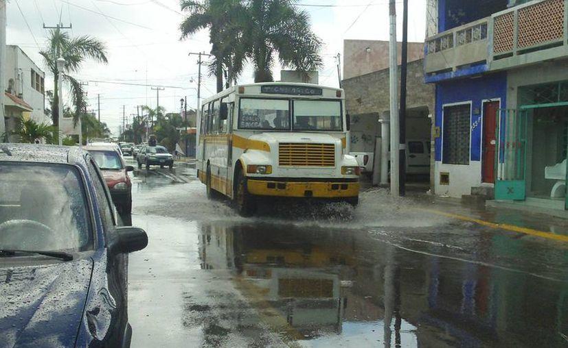 Las quejas hacia el transporte público se incrementan con las lluvias. (Manuel Pool/SIPSE)