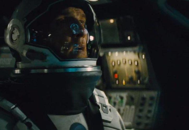 Interstellar, protagonizada por el más reciente ganador del premio Oscar como mejor actor, Matthew McConaughey, es uno de los filmes que podría despuntar pronto en la taquilla norteamericana. (theverge.com)