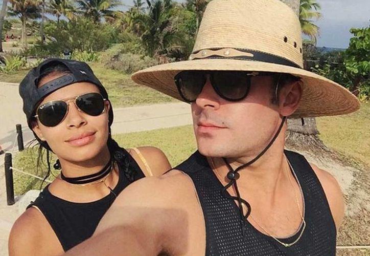 La modelo, novia de Zac Efron publicó la fotografía con la leyenda: ¡Viva México! (Instagram/@samimiro)
