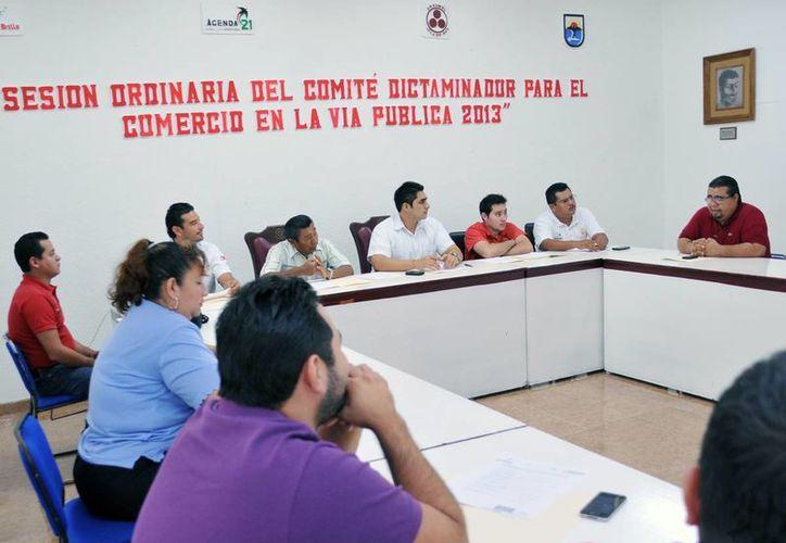 La reunión se realizó en la Sala de Cabildo del Palacio Municipal. (Cortesía/SIPSE)