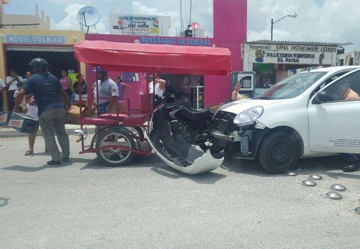Este conflicto comenzó hace más de tres semanas y ya ha tenido como consecuencia el aseguramiento de dos unidades de 'mototaxis. (Octavio Martínez/SIPSE)