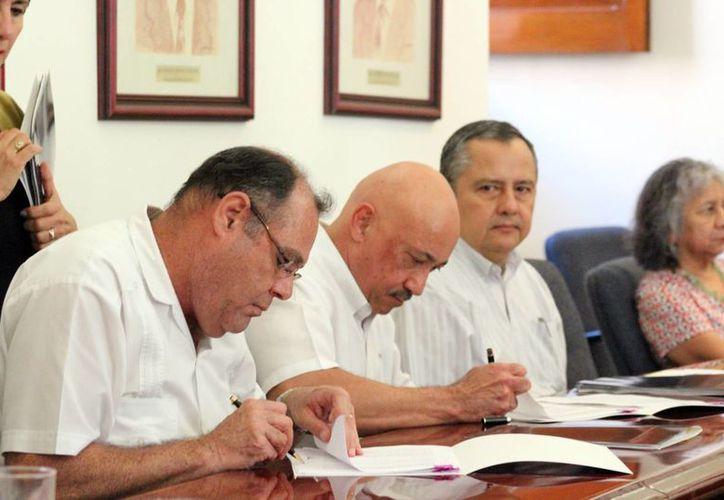 Directivos de la Uady firmaron el acuerdo con la W. K. Kellogg. (Milenio Novedades)