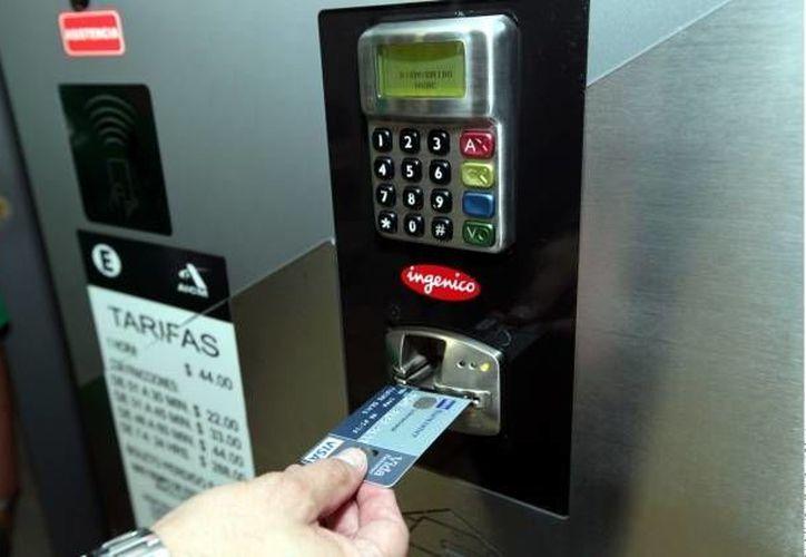 La clonación de tarjetas de crédito se realiza con dispositivos sofisticados. (SIPSE/Foto de contexto)